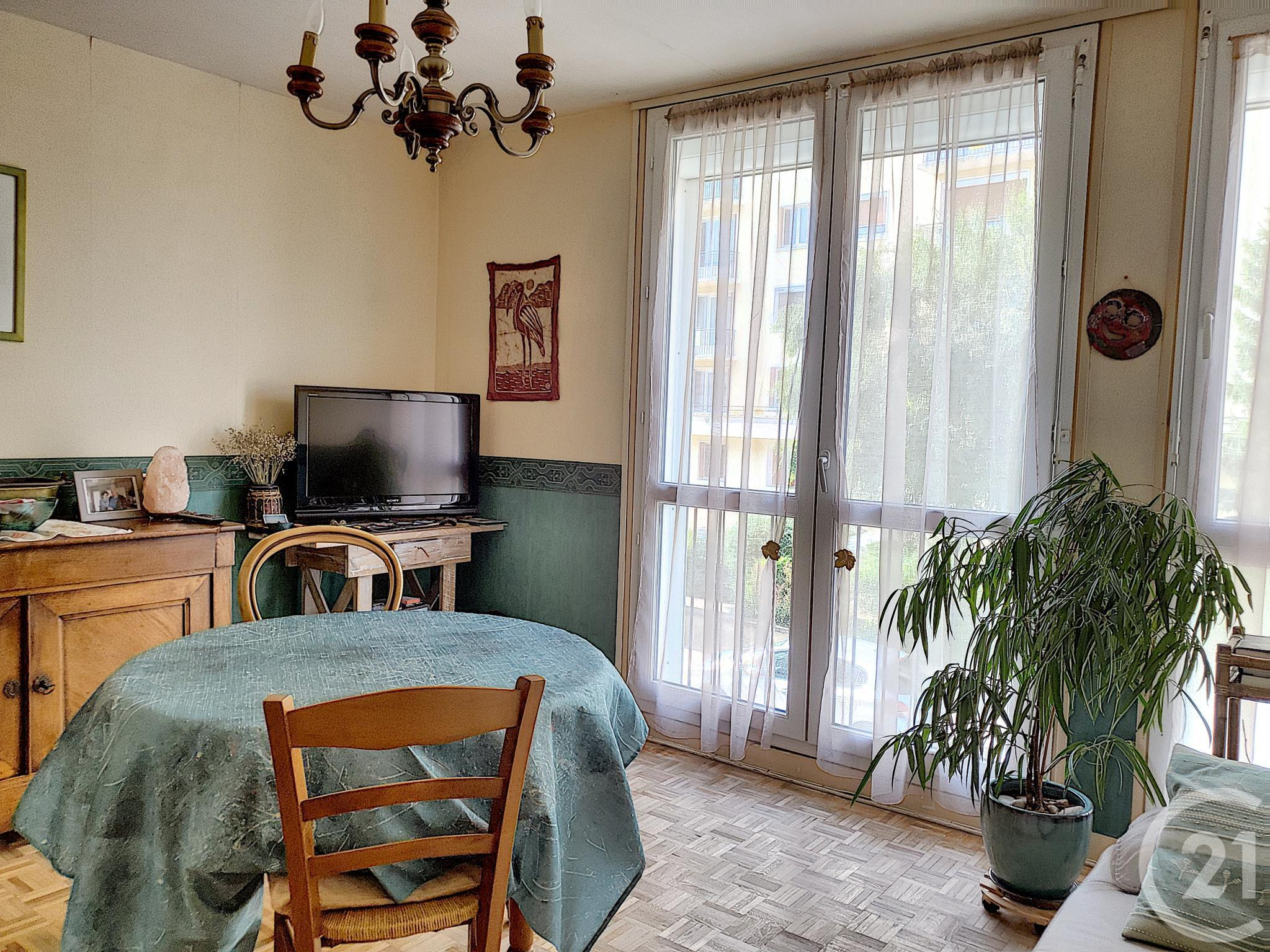 Appartement F3 à vendre - 3 pièces - 53 m2 - TROYES - 10 - CHAMPAGNE-ARDENNE